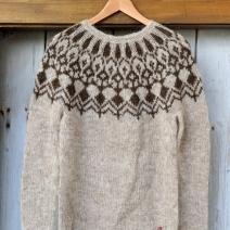 balahvit-pullover-plotulopi-front